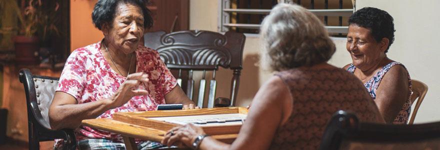 Aider les personnes âgées dans leur quotidien